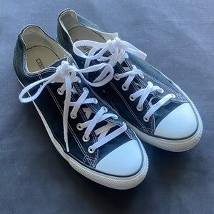 Men's Classic Black and White Converse - Size 11